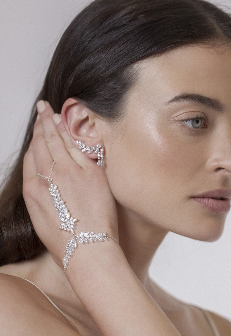 Фото Keren Wolf Crystal Feather Ring-Bracelet - Blanche Moscow