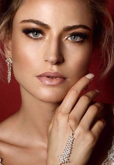 Keren Wolf Cristal feather earrings