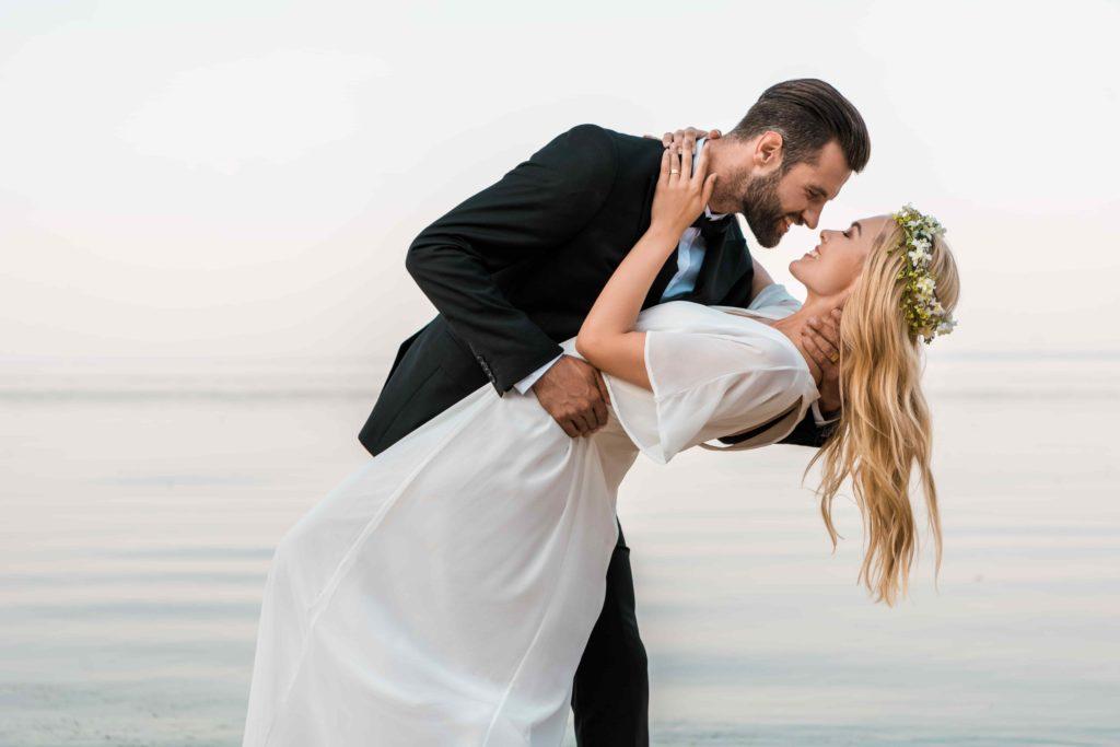 Свадебные молодожены