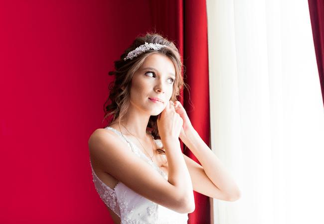 Невеста в свадебной диадеме