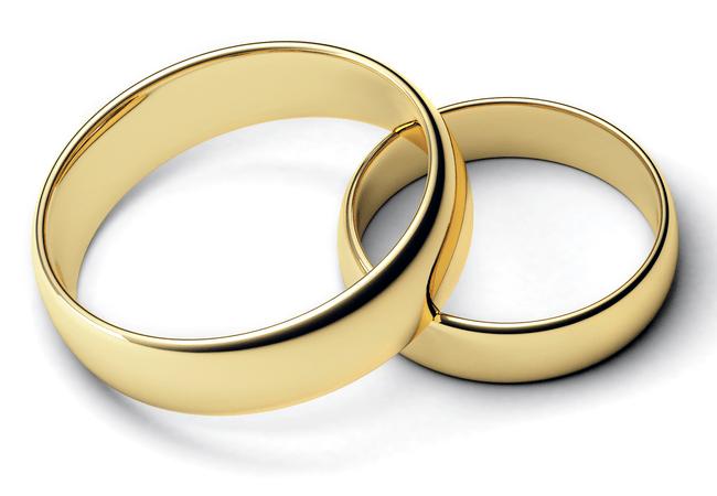 Обручальные кольца молодоженов