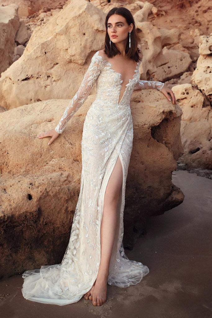Свадебное платье с разрезом